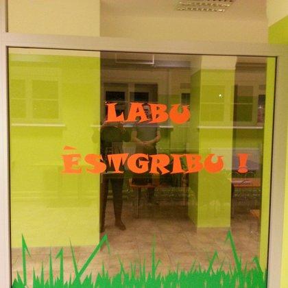 Skolas (durvis, starpsienas, margas)